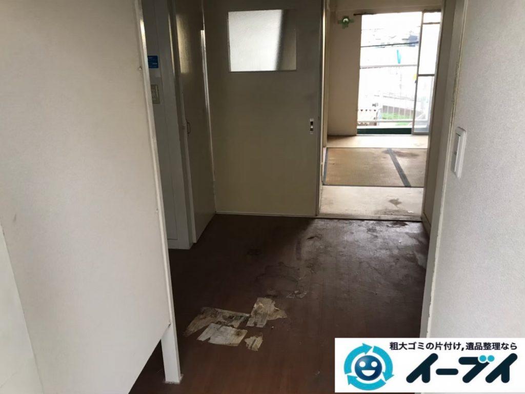 2020年7月10日大阪府交野市で不要な物やゴミが散乱しゴミ屋敷化した汚部屋の片付け作業です。写真2