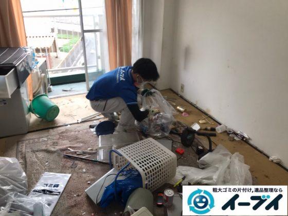 2020年7月20日大阪府千早赤阪でゴミ屋敷化した汚部屋の片付け作業。写真3