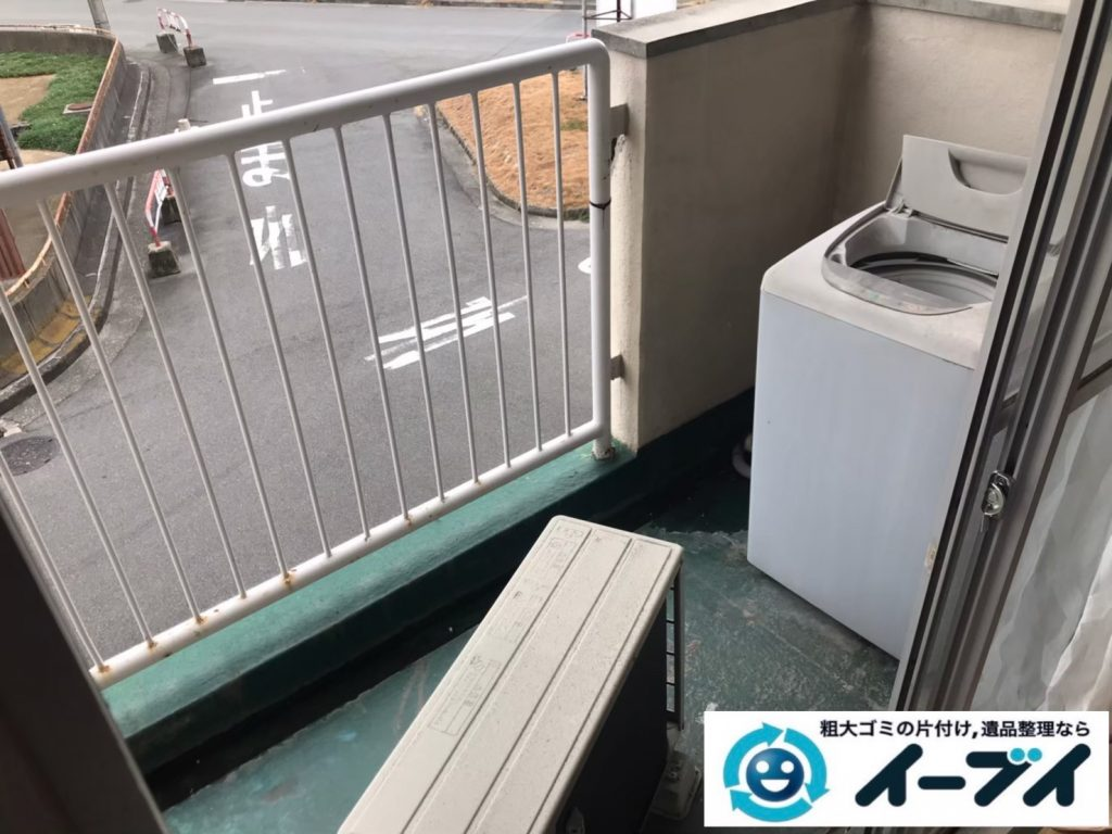 2020年7月20日大阪府千早赤阪でゴミ屋敷化した汚部屋の片付け作業。写真1