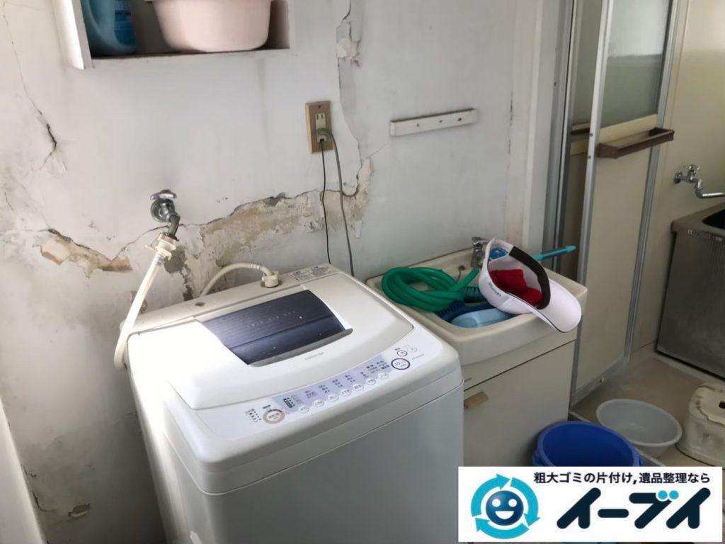2020年8月10日大阪府大阪市西区で粗大ゴミや生活用品、日用ゴミが散乱したゴミ屋敷の片付け作業。写真4