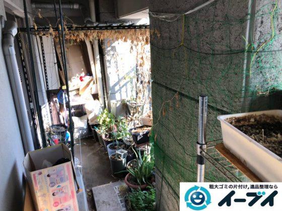 2020年8月28日大阪府大阪市東成区で不要な物が溜まったベランダの片付け作業です。写真3