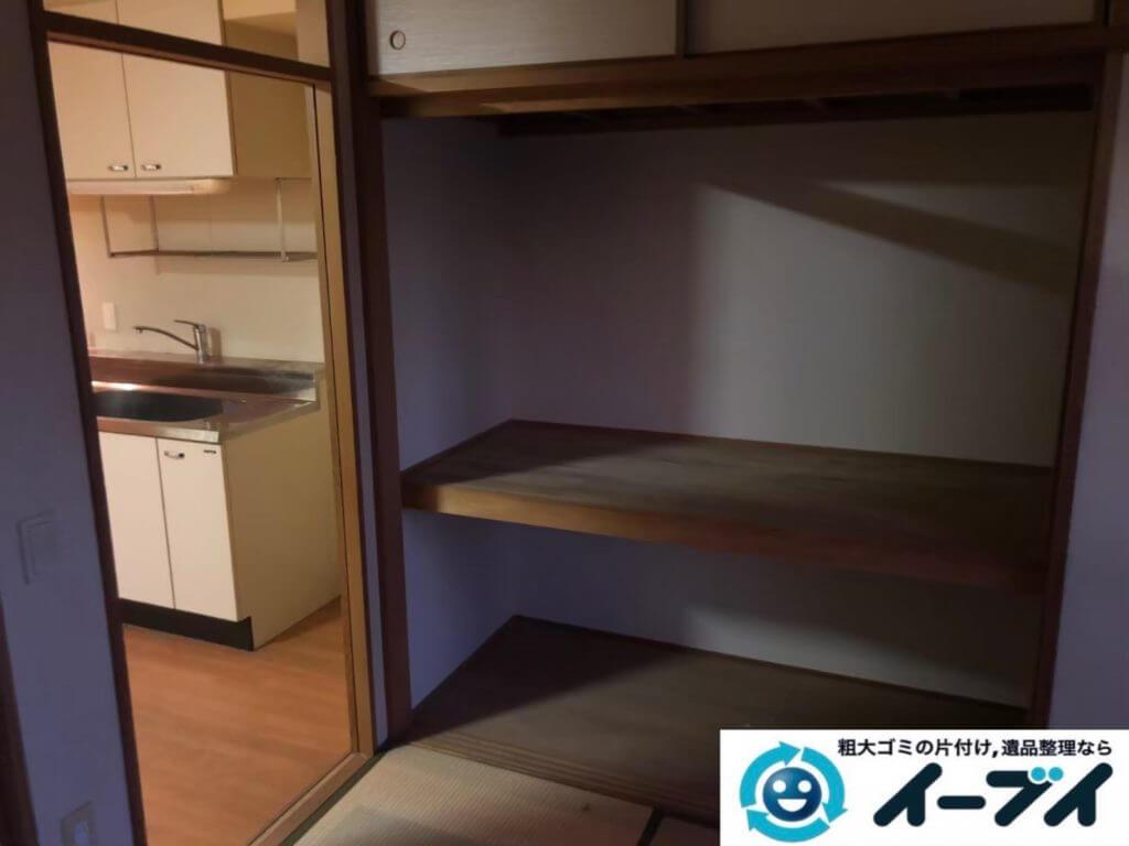 2020年9月22日大阪府太子町で衣類や生活用品などが散乱したゴミ屋敷の片付け作業です。写真1