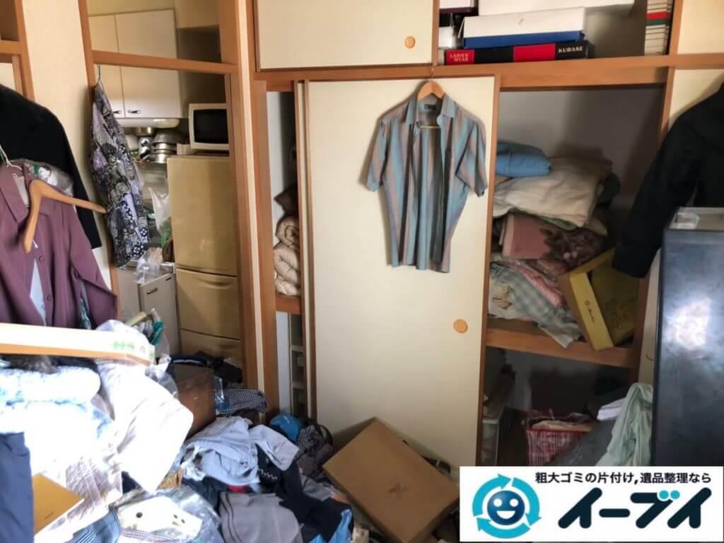 2020年9月22日大阪府太子町で衣類や生活用品などが散乱したゴミ屋敷の片付け作業です。写真4