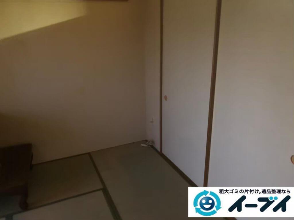 2020年9月22日大阪府太子町で衣類や生活用品などが散乱したゴミ屋敷の片付け作業です。写真3
