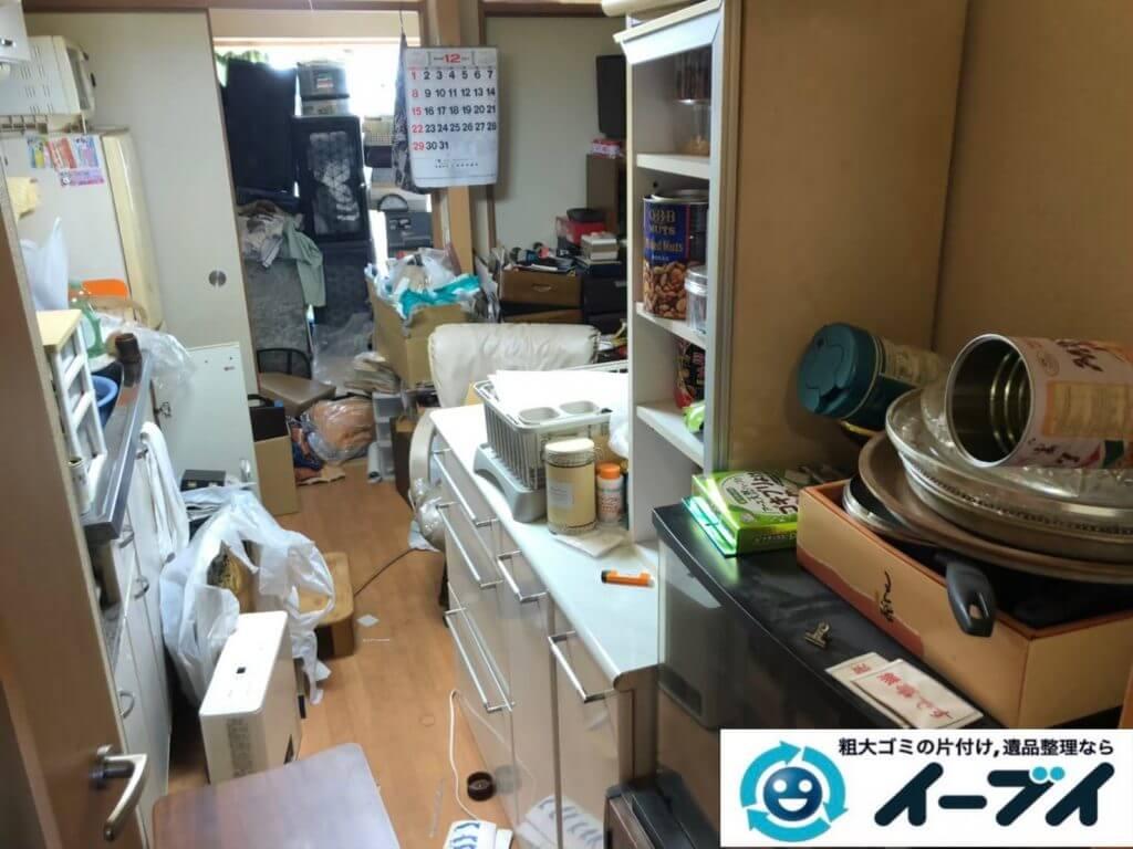 2020年9月21日大阪府寝屋川市で腰の高さまである物やゴミが散乱したゴミ屋敷の片付け作業です。写真1