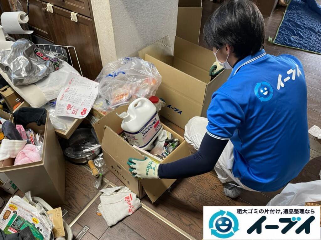 2021年2月12日大阪府八尾市でゴミ屋敷化した汚部屋の片付け作業。写真6