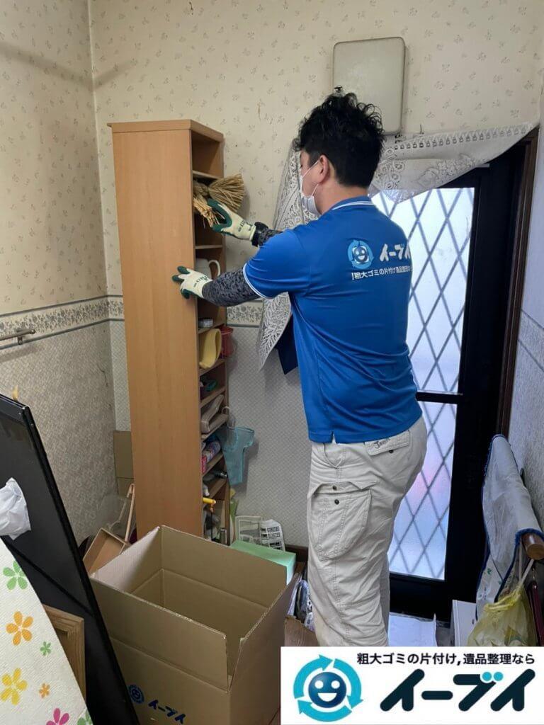 2021年2月12日大阪府八尾市でゴミ屋敷化した汚部屋の片付け作業。写真2