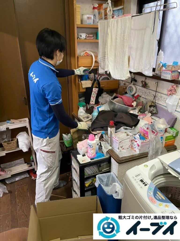 2021年2月12日大阪府八尾市でゴミ屋敷化した汚部屋の片付け作業。写真1