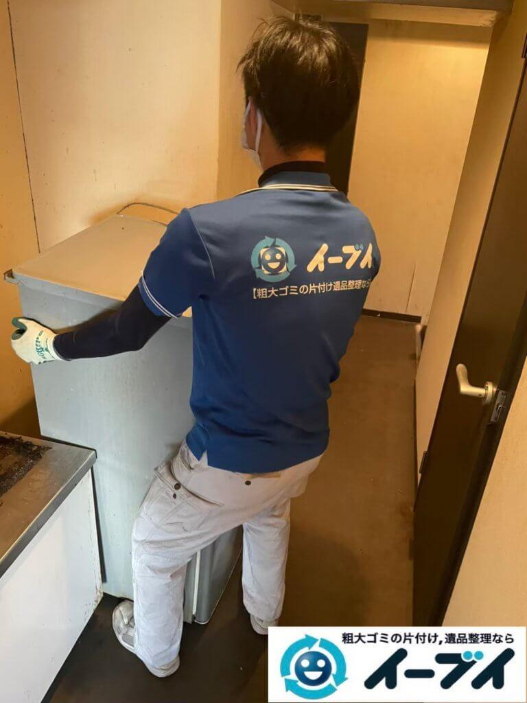 2021年6月15日大阪府大阪市北区で台所の片付けに伴い、冷蔵庫などの不用品回収。写真4