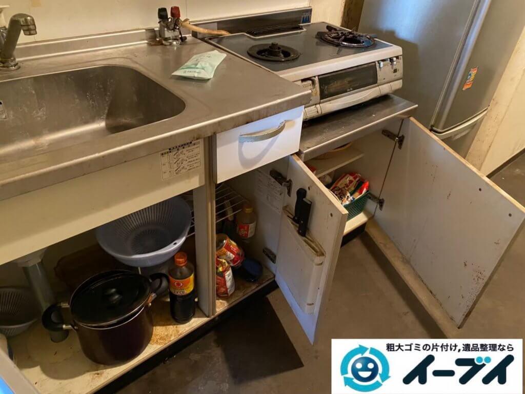 2021年6月15日大阪府大阪市北区で台所の片付けに伴い、冷蔵庫などの不用品回収。写真1