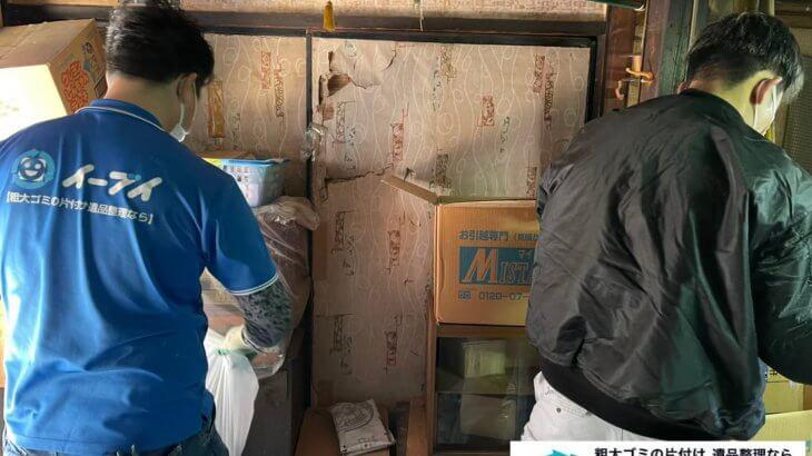 2021年7月28日大阪府大阪市浪速区でゴミ屋敷化した汚部屋の片付け作業です。写真3